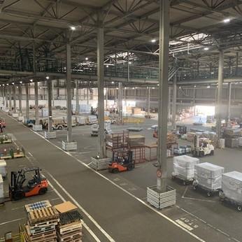 貨物の積み付けスタッフの募集。チームワークの良さが自慢の和やかな職場です!